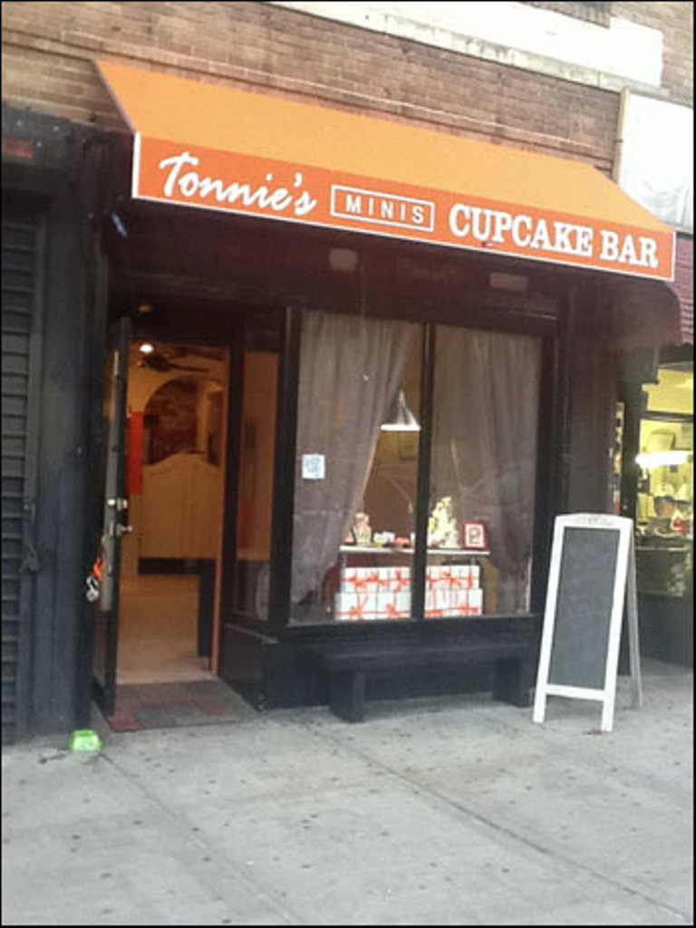 The Famous Cupcake Shop Tonnie's Minis Has Re-Open For Business!